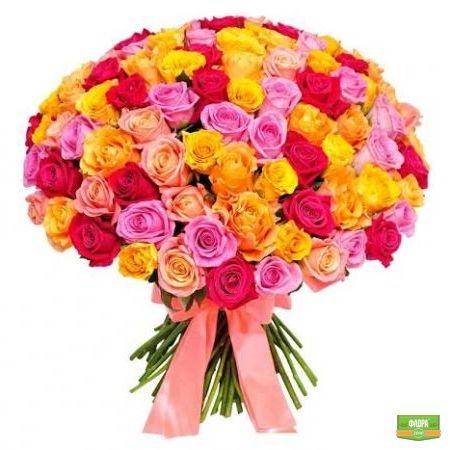 Из 101 разноцветной розы