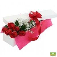 Купить нестандартный букет «7 роз в подарочной коробке» онлайн