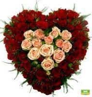 Большое сердце из роз