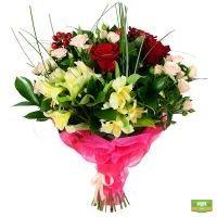 Букет из роз, гиперикуса и эустом - закажите с доставкой