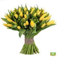 Заказать букет «Желтые тюльпаны» с доставкой в любой город страны и мира.