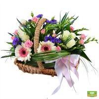 Корзина цветов с лентой, заказать корзину цветов с доствкой