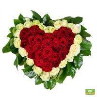 красно-белое сердце из роз