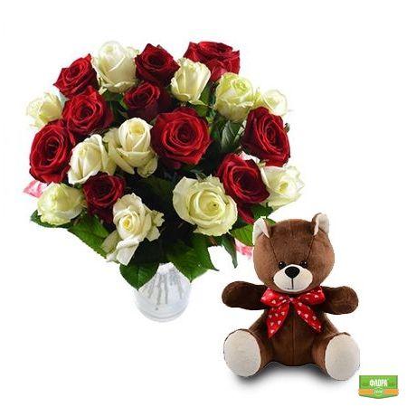 Красно-белые розы + мишка в подарок