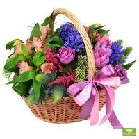 Красивый букет «Необычная корзина цветов» заказать с доставкой