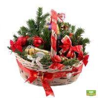 Заказать новогоднюю корзину со сладостями с доставкой