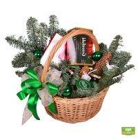 Заказать красивую корзину «Подарок под елку» с доставкой в любой город мира