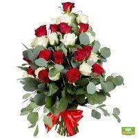 Купить красивый букет в бело-красных тонах в интернет-магазине Флора2000.ру