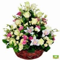 Заказать корзину цветов в нежных тонах с доставкой