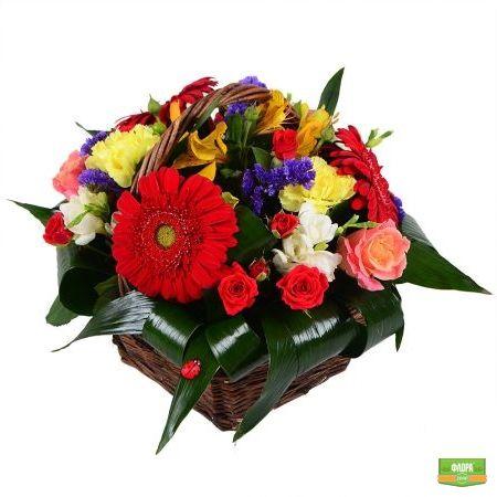 Подарочная корзина цветов