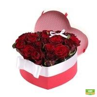 Сердце из роз коробке