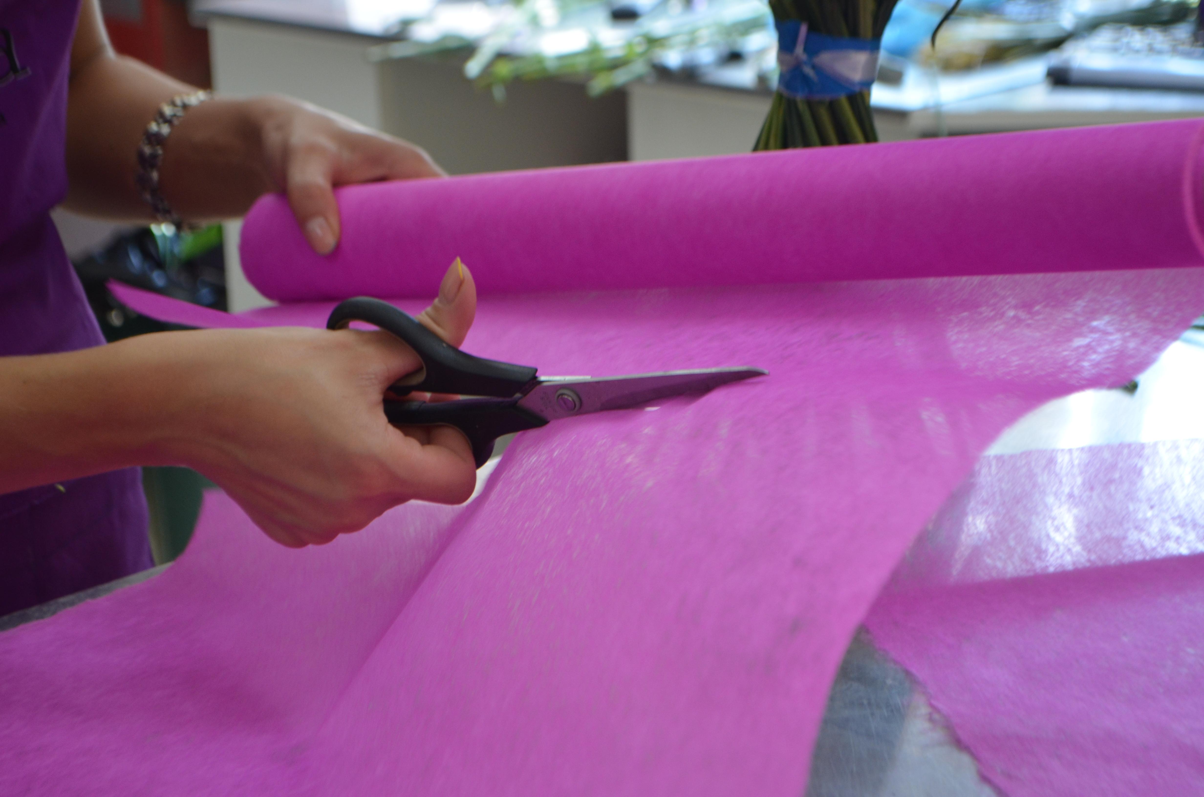 Как декорировать букет флизелином